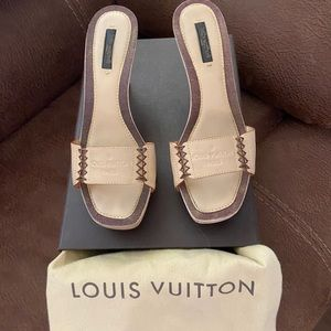 Authentic ! LV tan & brown leather heels🤩